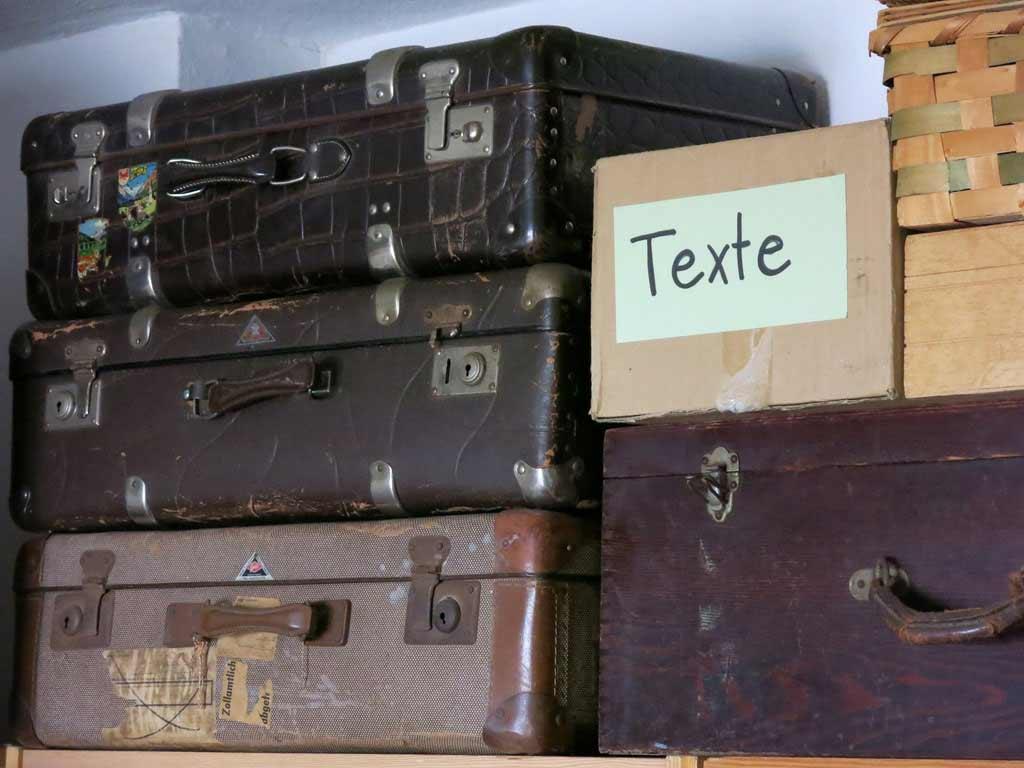 textekarton_und_koffer.jpg